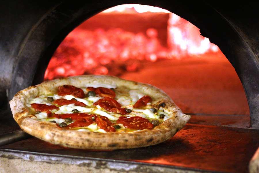 """Villa Giovanna: pizzeria gourmet di Ottaviano, con il """"doctor pizza"""" Salvatore Kosta"""